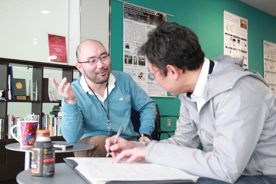 Yakushiji interviews Sunagawa