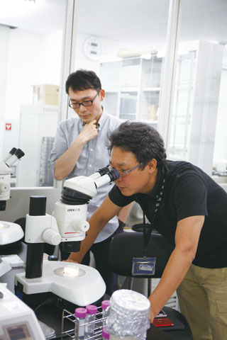 宇野研究員とヤクシジ